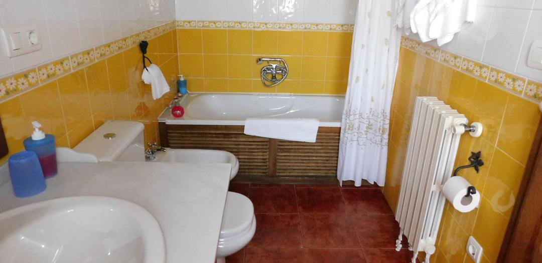 Baño de Cuarto do Tío Cura en Casa de Roque