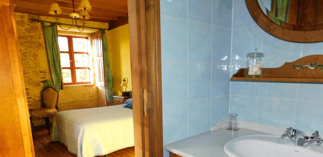 Baño do Cuarto da Madriña en Casa de Roque